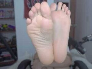 Young Latina Showing Her Soles On Cam